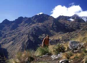 Trekking at Runquracay
